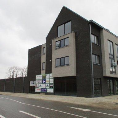 Winkel met 5 appartementen